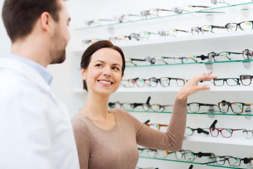 Budowa oprawy okularowej – czy potrafisz porozumieć się z optykiem?